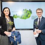 Wachsende Wälder: Nachhaltigkeitsministerin Elisabeth Köstinger und Peter Mayer, Leiter des Bundesforschungszentrums für Wald, bei der Vorstellung der Waldinventur.